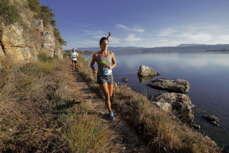 Τρέξιμο με φόντο το πανέμορφο μεσσηνιακό τοπίο στο Navarino Challenge, photo by Babis Giritziotis